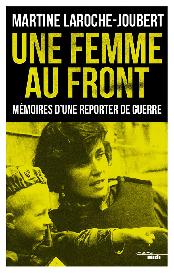 UNE FEMME AU FRONT
